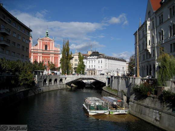 IMG_7401_ljubljana_ljubljanica_franciskanski_samostan_in_cerkev_marijinega_oznanenja_centralna_lekarna_tromostovje